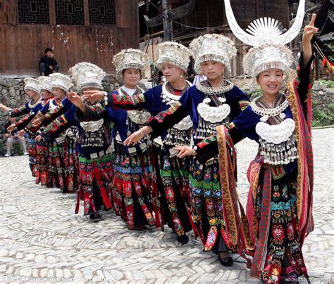 苗族少女跳舞摄影图__女性女人_人物图库_摄影图库_昵图网nipic.com