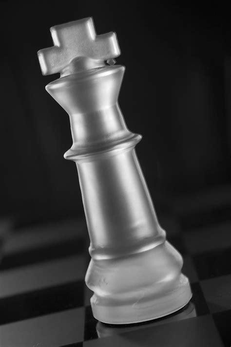 Seratus lampu tempel bersinar terang benderang. Gambar Pion Catur Hitam Putih : Catur Meeples Hitam Gambar Vektor Gratis Di Pixabay : Ikan ...