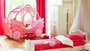 Lit Maison Fille : le lit carrosse nous rappelle la magie de l 39 enfance ~ Teatrodelosmanantiales.com Idées de Décoration