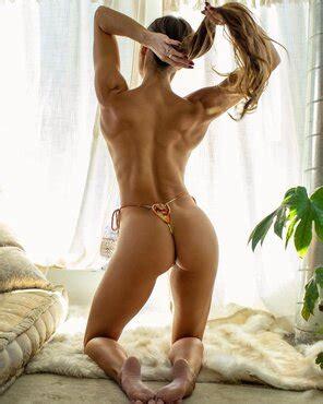 Julia Anne Robinson  nackt