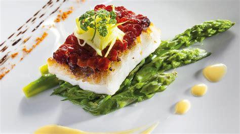 recette de cuisine de chef étoilé pavé de turbot en écailles de chorizo légumes primeurs et