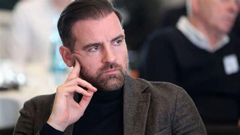 Christoph metzelder hat die verbreitung kinderpornographischer fotos und videos gestanden, seine strafe wird vom gericht zur bewährung ausgesetzt. Christoph Metzelder: Ermittlungen wegen Kinderpornografie ...