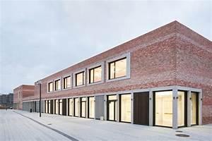 "School and Community Center ""B³ Gadamerplatz"" / Datscha ..."