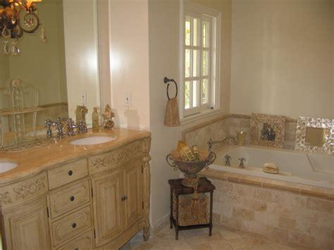 country master bathroom travertine crema