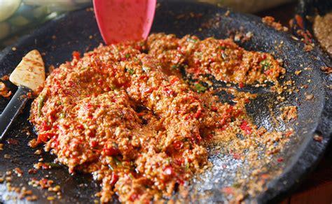 Inilah resep dan cara membuat ayam gepuk ala pak gembus yang sedap banget! Cara Buat Sambal Ayam Gepuk Pak Gembus - Membuat Itu