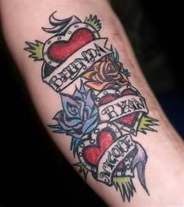 Tattoo Homme Bras : foto herz tattoo mit namen auf dem arm von einem mann ~ Melissatoandfro.com Idées de Décoration