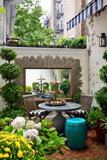 25 best ideas about small courtyards on