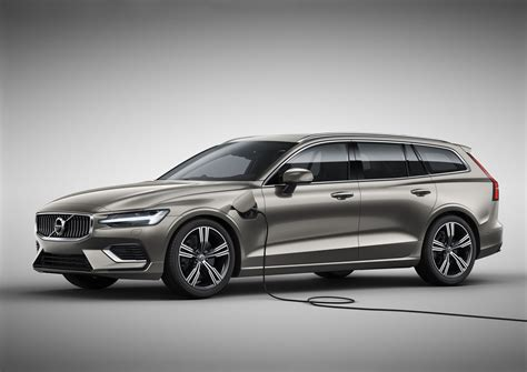2019 volvo in 2019 volvo v60 unveiled the wagon is cooler than
