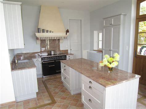 granit blanc cuisine cuisine blanche plan de travail gris cuisine grise