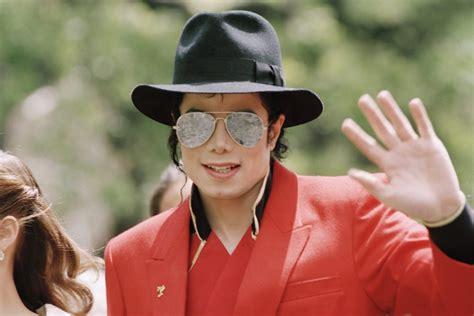 jackson michael sunglasses thriller vogue hat singer children its kim bruce memorabilia museum california artnet allegations removes kulish sygma via