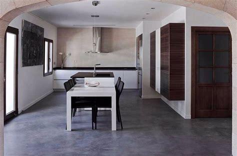 Soluzioni Per Pavimenti Interni by Pavimenti In Cemento Spatolato Per Interni Pavimento Moderno
