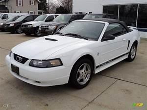 Oxford White 2002 Ford Mustang V6 Convertible Exterior Photo #46699980 | GTCarLot.com
