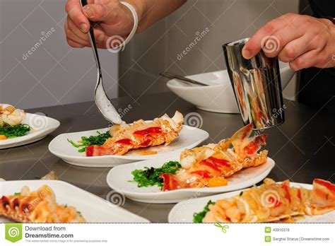 decoration de plat pour buffet decorating cooked lobster on plate stock photo image 43910378