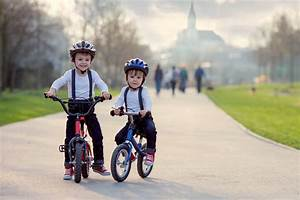 Bmw Fahrrad Kinder : wie kinder mit dem bmw laufrad fahrradfahren lernen bmw ~ Kayakingforconservation.com Haus und Dekorationen