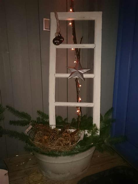 Altes Fenster Dekorieren Weihnachten by Altes Fenster Weihnachtlich Dekoriert Weihnachtsdeko