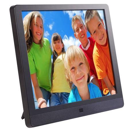 digital picture frames  displaying