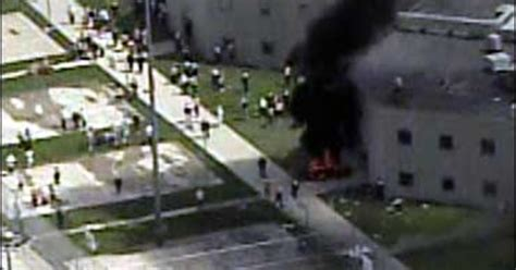inmates riot  indiana prison cbs news
