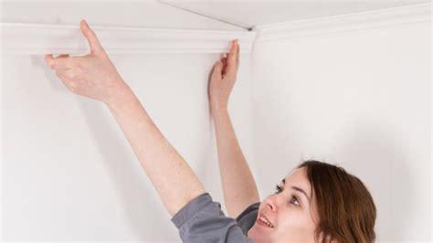 comment poser des moulures en polystyrene au plafond poser des moulures d 233 coratives au plafond