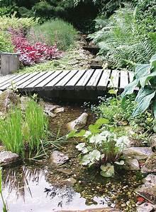 Kleiner Gartenteich Anlegen : teich bachlauf teich mit bachlauf im garten anlegen tipps ~ Michelbontemps.com Haus und Dekorationen