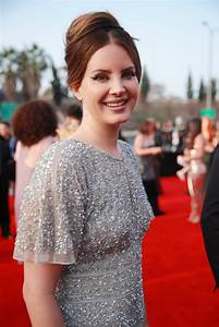 Lana Del Rey Bought Her 2020 Grammys Dress at the Mall ...