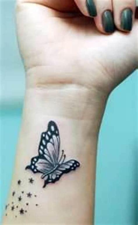 papillon tatoue sur femme interieur poignet avec des etoiles tatouage femme