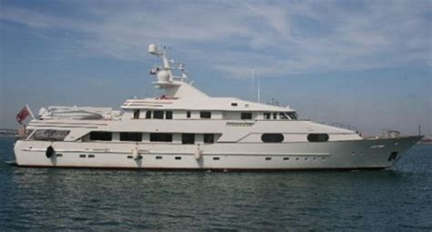 spend   king paul allens charade superyacht  sale