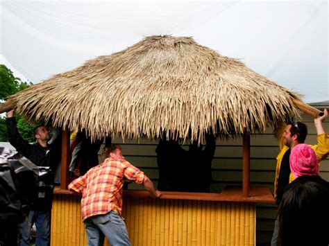 Thatch Bar by How To Build A Tiki Bar With A Thatched Roof Hgtv