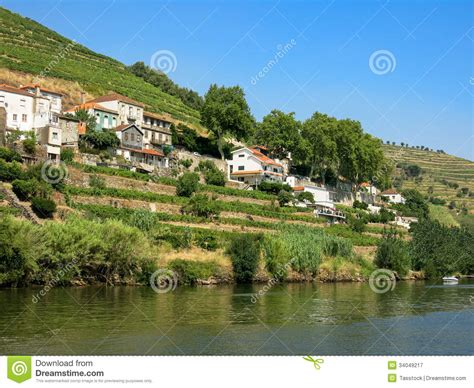 Fluss In Portugal by Duero Fluss In Regua Portugal Lizenzfreie Stockfotografie
