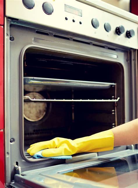 Backofen Stinkt Nach Reinigung by Verkrustung Im Backofen Entfernen Putzen Cleaning