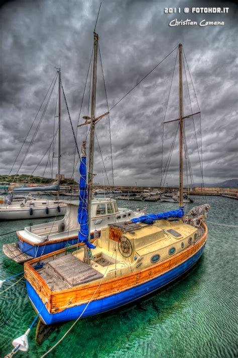 al porto di cagliari barca a vela ormeggiata al porto di villasimius 2