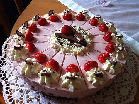 Erdbeer-yogurette-torte Mit Nussboden Von Cupcakes92