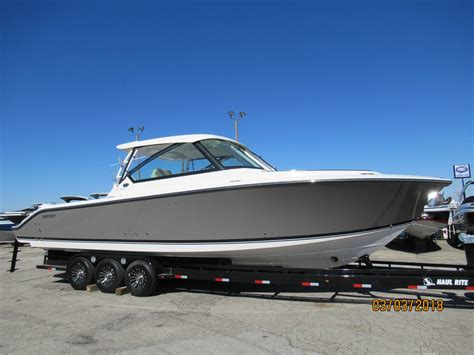 Pursuit Boats Dc 365 Price by Pursuit Dc 325 Luxury In A Dual Console Boats