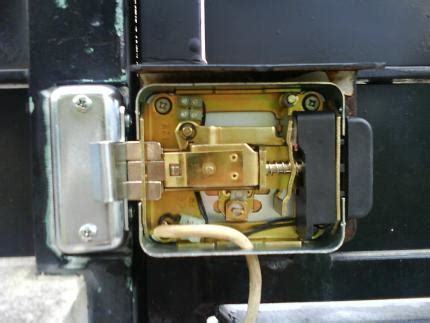 bouton porte de cuisine installation d une gâche électrique naturelweb
