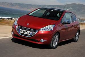 Photo Peugeot 208 : peugeot 208 1 6 vti allure review auto express ~ Gottalentnigeria.com Avis de Voitures