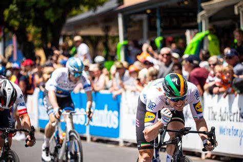 Hitta perfekta sam bennett cyclist bilder och redaktionellt nyhetsbildmaterial hos getty images. Big, beautiful photos from the 2020 Tour Down Under ...