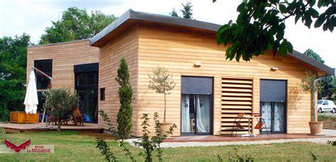maison en bois forme u