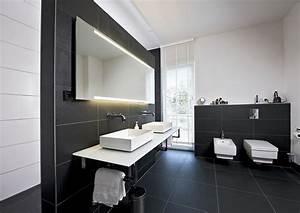Haus Von Schwarz Und Weiß : modernes bad in schwarz wei in einem heinz von heiden haus in 2019 badezimmer badezimmer ~ A.2002-acura-tl-radio.info Haus und Dekorationen