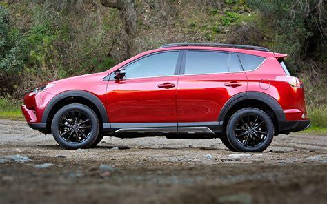 Comparison  Toyota Rav4 Hybrid Se 2018  Vs Jeep