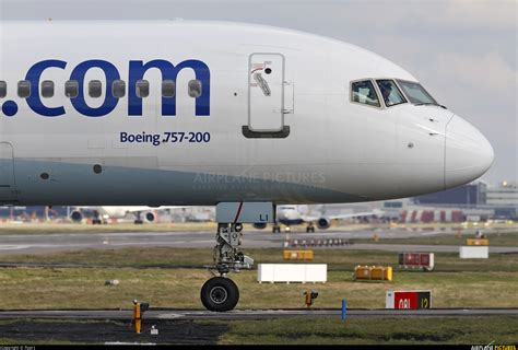 G-FCLI - Thomas Cook Boeing 757-200 at London - Gatwick ...