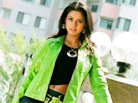 actress kiss fans ம த தம க ட ட ப ஜ வ த ரத த ம ரச கர கள kiss me pooja