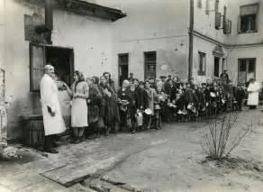 Pictures of World War 2 Warsaw Jewish Ghetto