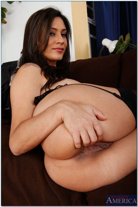 Sexy Ass MILF Grinding On Fat Albert Photos Raylene