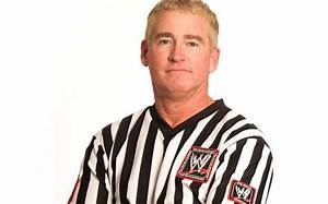 5 Facts about WWE referees that you didn't know