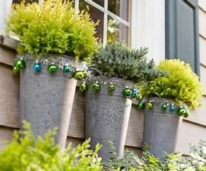 Weihnachtsdeko Aussen Dekoration : weihnachtsdeko ideen mit farbigen zierornamenten 11 sch ne vorschl ge ~ Frokenaadalensverden.com Haus und Dekorationen
