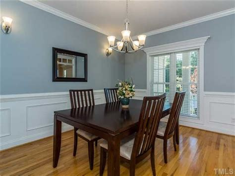 traditional dining room with crown molding chair rail in