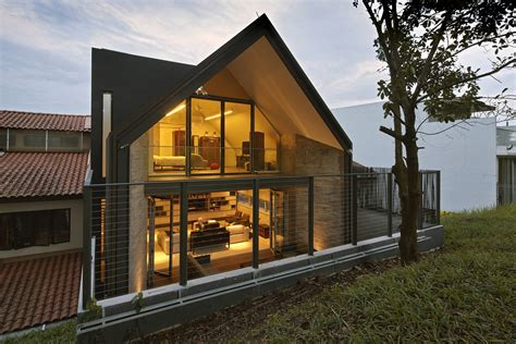 Gable Roof : Gabled Roof Jazzes Up Minimalist Y House In Singapore