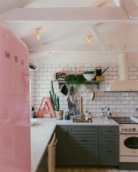 pink kitchen tiles een inbouw koelkast of een losse koelkast makeover nl 1503