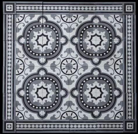 carrelage ciment baroque et sa frise romane comme un air