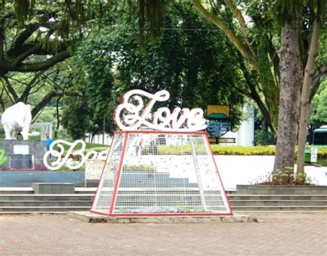 gambar taman labirin  bandung indonesia tiket masuk