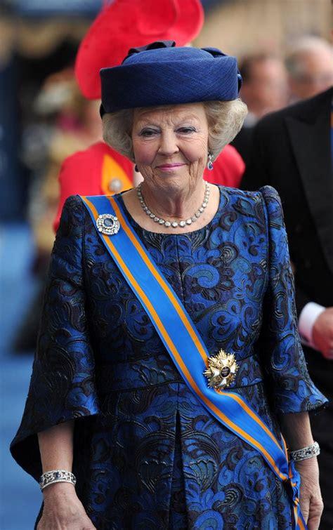 Aumenti a maglia ai ferri: Princess Beatrix of the Netherlands left her son's inauguration   Netherlands Inauguration 2013 ...